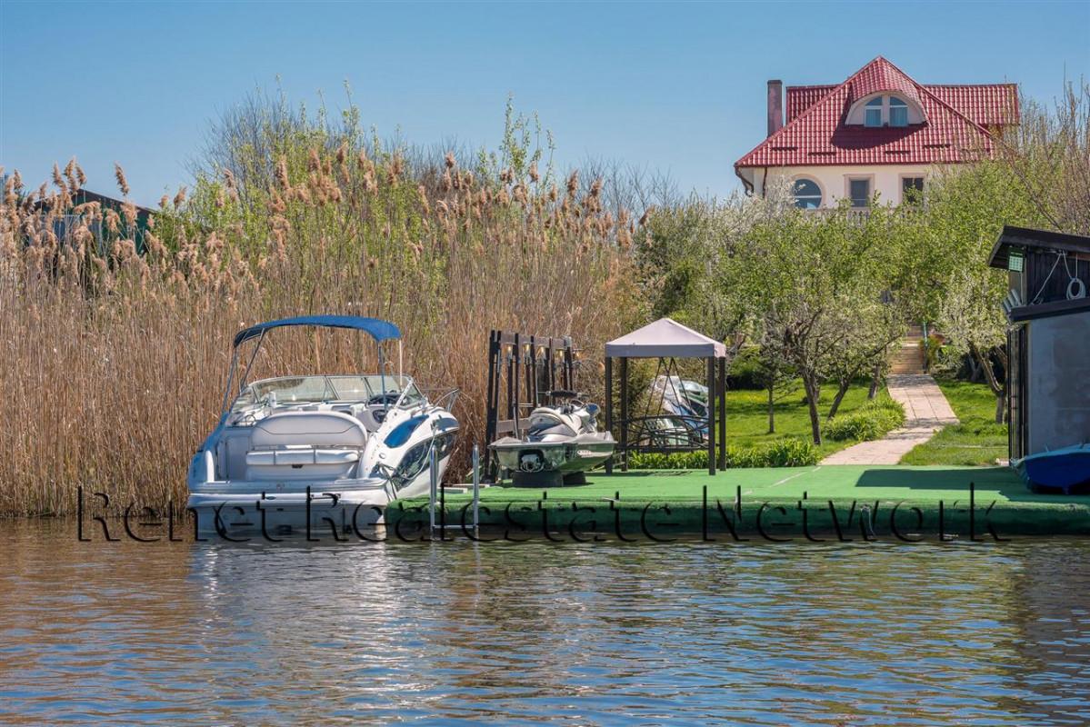 Vila Snagov pe malul lacului Snagov