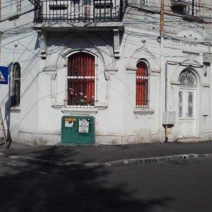 Apartament in vila, 3 camere ,parter cu demisol, zona Pache Protopopescu