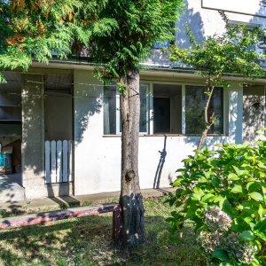 Apartament 2 camere Sinaia parter cu balcon si terasa proprii, centrala termica