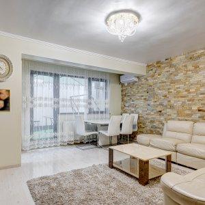 Apartament 3 camere cu curte interioara si garaj 4 parcari